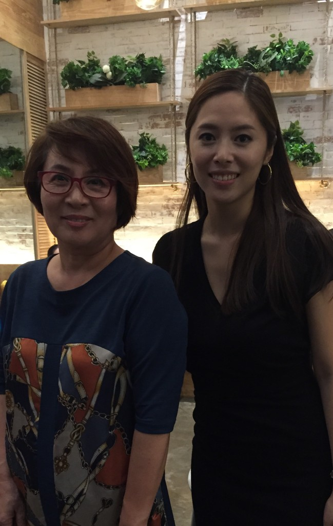 Grace Lee with mom, Song Soon IL