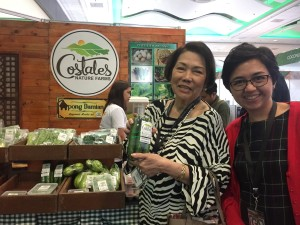 Photo Op with the Culinary Icon. Thank you Mrs. Glenda Barretto for allowing me to interrupt your vegetable shopping.