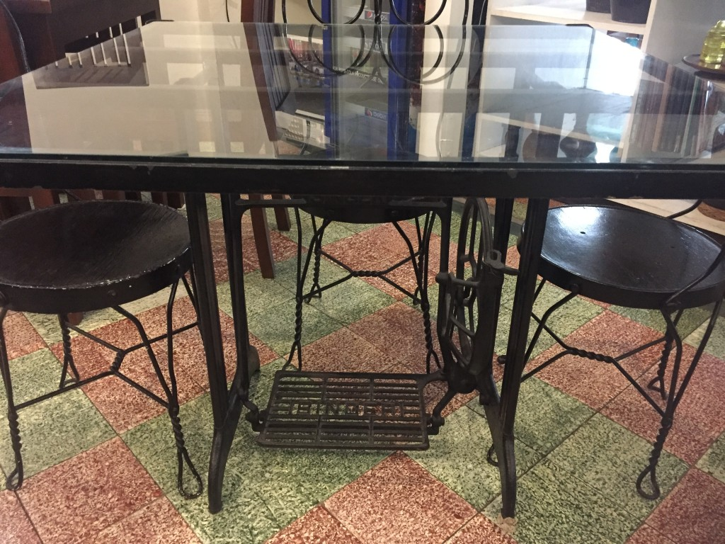 This isn't the first time I've seen a sewing machine repurposed to a table but I always appreciate the resourcefulness and creativity. And look at those old tiles! Ganda!